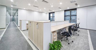 Tomt kontor med korridor